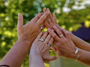 Become a member! four hands together